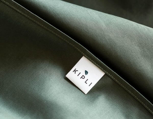 Housse couette coton bio couleur vert olive avec étiquette Kipli