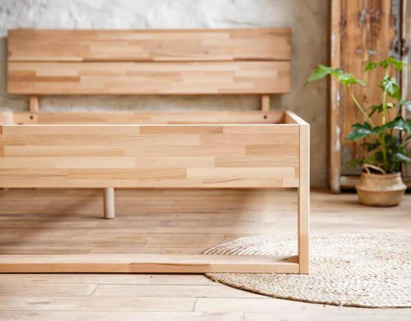 Angle du lit en bois Kipli